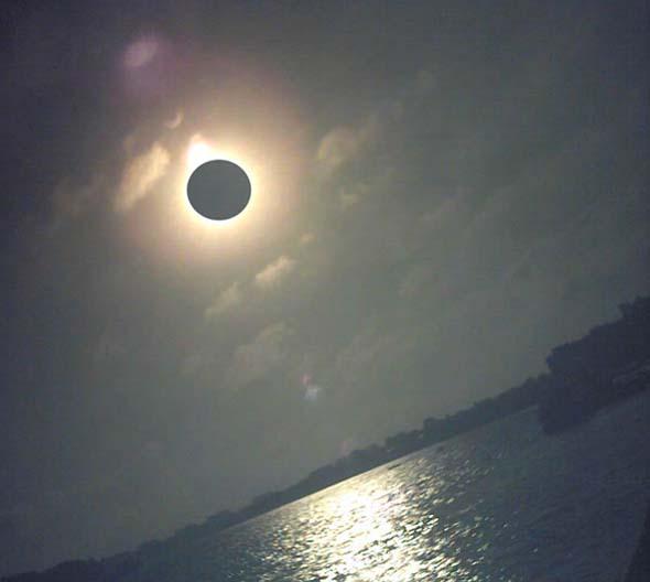 Кольцеобразное солнечное затмение 10 мая 2013 года, максимальная фаза...